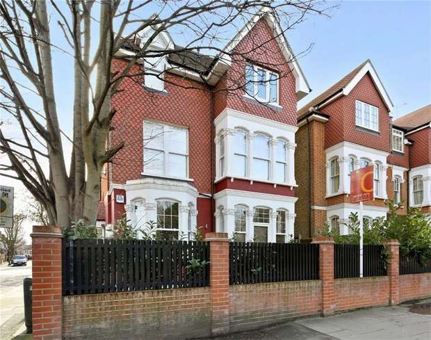 2 Bedrooms Flat for sale in Hillcrest Road, London