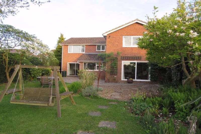 5 Bedrooms Detached House for rent in Reading Road, Burghfield Common, Reading, RG7