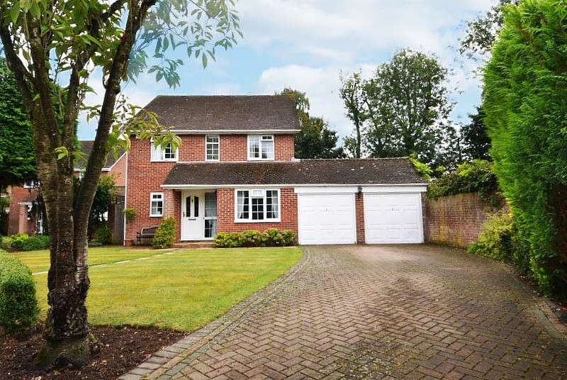 4 Bedrooms Detached House for sale in Sandford Gardens, Daws Hill, High Wycombe, HP11