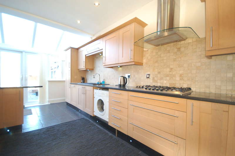 3 Bedrooms End Of Terrace House for sale in Whitegate Drive, Blackpool