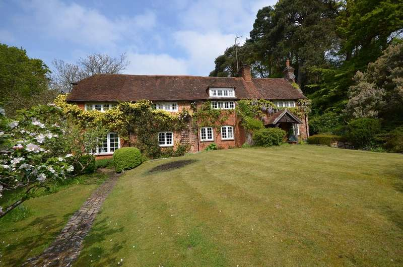 5 Bedrooms Detached House for sale in Burnt Hill Road, Farnham