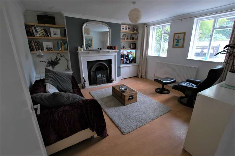 2 Bedrooms Flat for sale in Evering Road, London, London, N16