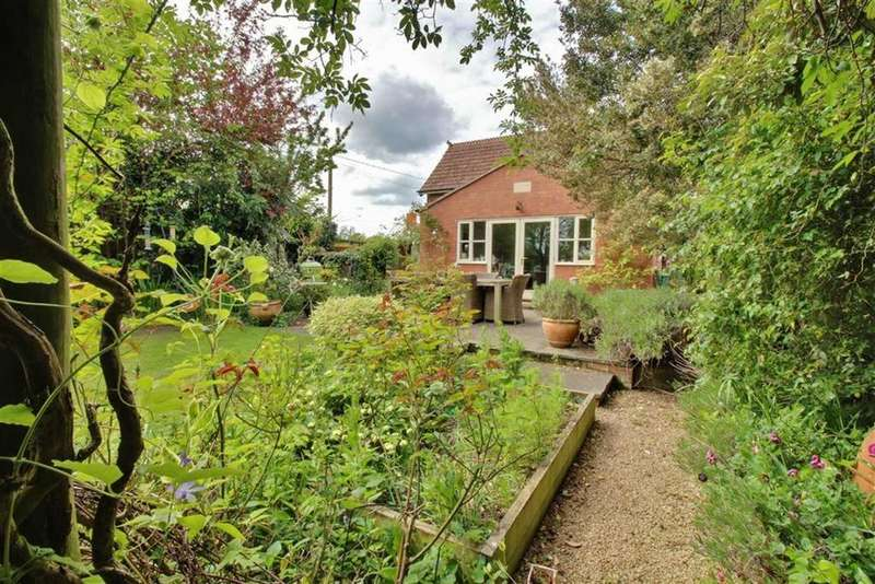 3 Bedrooms Semi Detached House for sale in Whitminster Lane, Frampton On Severn, Gloucestershire