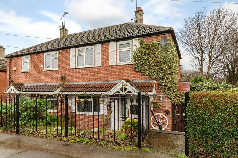 2 Bedrooms Semi Detached House for sale in Kentmere Ave, Leeds, Yorkshire England LS14