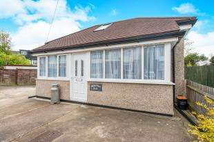 2 Bedrooms Bungalow for sale in Hillside Avenue, Gravesend, Kent, Gravesend