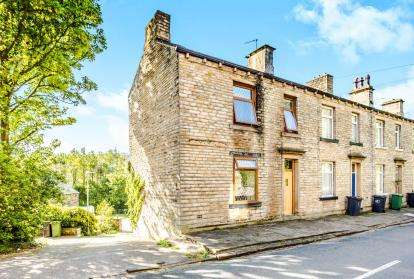 2 Bedrooms Terraced House for sale in Britannia Road, Milnsbridge, Huddersfield, West Yorkshire