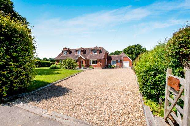 3 Bedrooms Detached House for sale in Chidham, Chichester, West Sussex