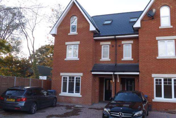 5 Bedrooms Semi Detached House for sale in Chessington