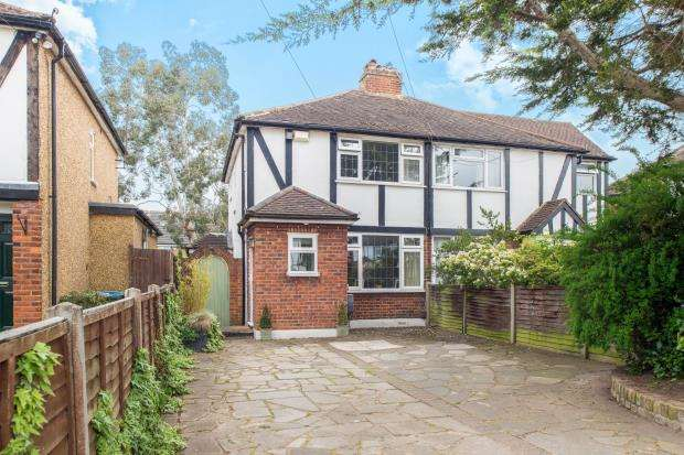 3 Bedrooms Semi Detached House for sale in Hersham, Walton-On-Thames, Surrey
