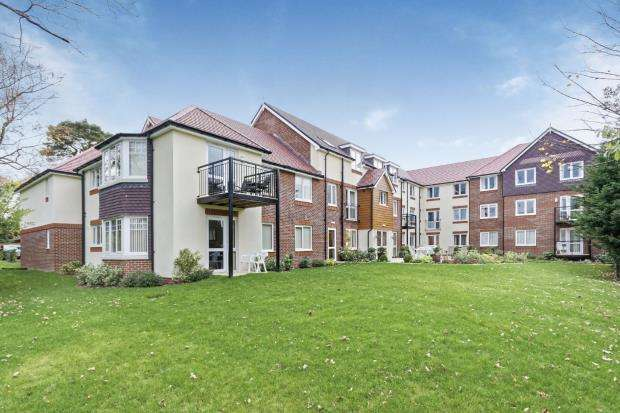 1 Bedroom Retirement Property for sale in Branksomewood Road, Fleet