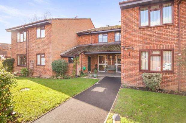 1 Bedroom Flat for sale in Tarragon Drive, Guildford, Surrey