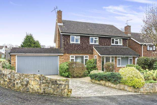 4 Bedrooms Detached House for sale in Burpham, Guildford, Surrey