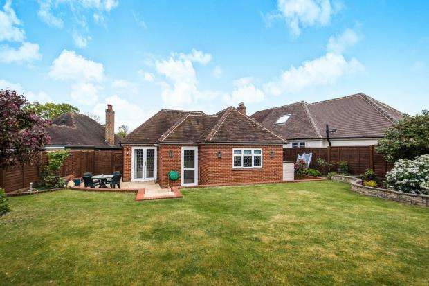 4 Bedrooms Bungalow for sale in Guildford, Surrey