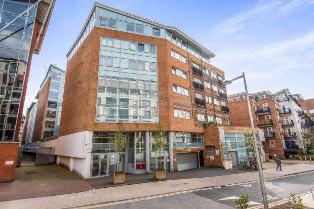 3 Bedrooms Flat for sale in Kingston Upon Thames, Surrey, England