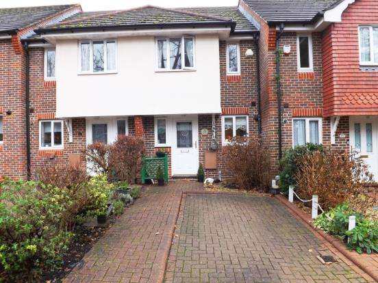 2 Bedrooms Terraced House for sale in Cheam Common Road, Worcester Park