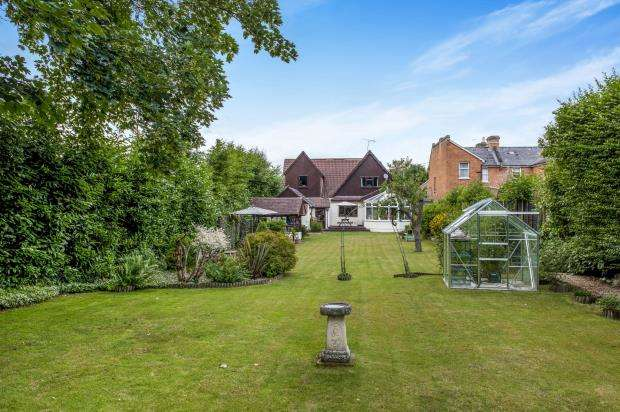 4 Bedrooms Detached House for sale in Little Sandhurst, Sandhurst, Berkshire