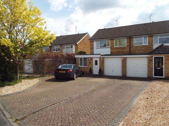 4 Bedrooms Semi Detached House for sale in Yateley