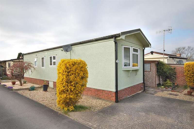 2 Bedrooms Park Home Mobile Home for sale in Centre Way, Radcliffe on Trent, Nottingham