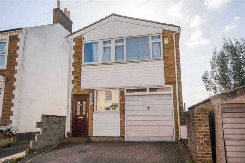 3 Bedrooms Detached House for sale in Melville Road, Maidstone, ME15