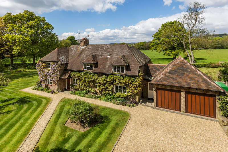 4 Bedrooms Detached House for sale in Dairy Lane, Crockham Hill, TN8