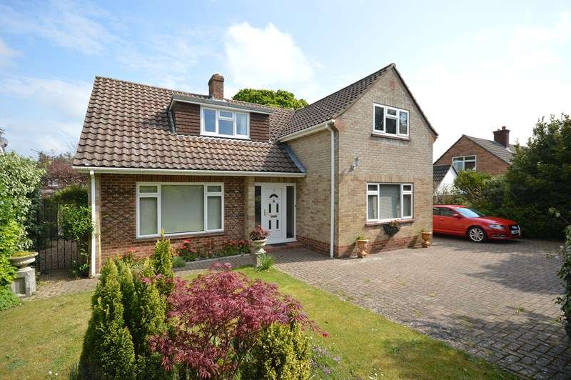4 Bedrooms Chalet House for sale in Ravenscourt Road, Lymington