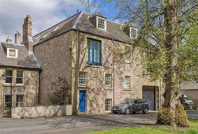 2 Bedrooms Flat for sale in 8 The Granary Abbey Row, Kelso, TD5 7JF