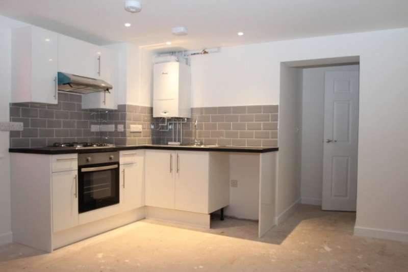 2 Bedrooms Flat for sale in Avenue Road, Freshwater