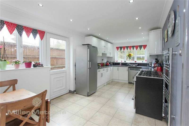 4 Bedrooms Detached House for sale in Green Lane, Leigh, Lancashire