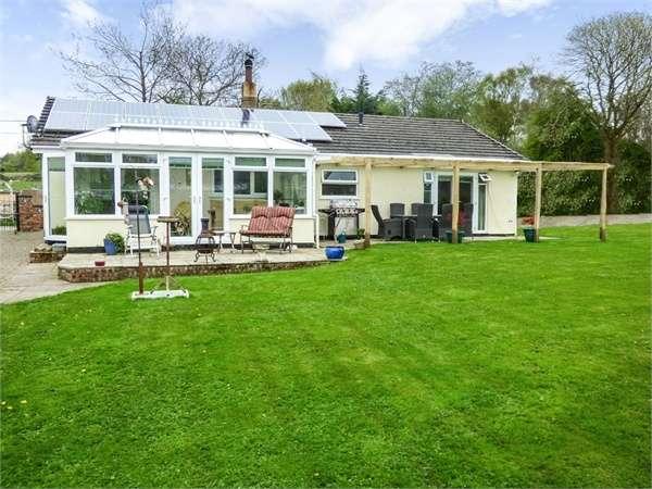 3 Bedrooms Detached Bungalow for sale in Hafod Moor, Gwernaffield, Mold, Flintshire