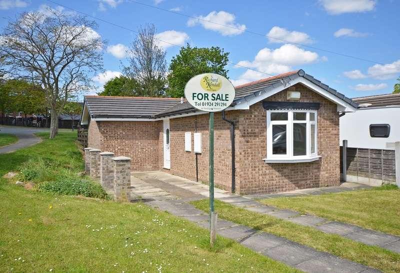 2 Bedrooms Detached Bungalow for sale in Speak Close, Pinders Heath, Wakefield