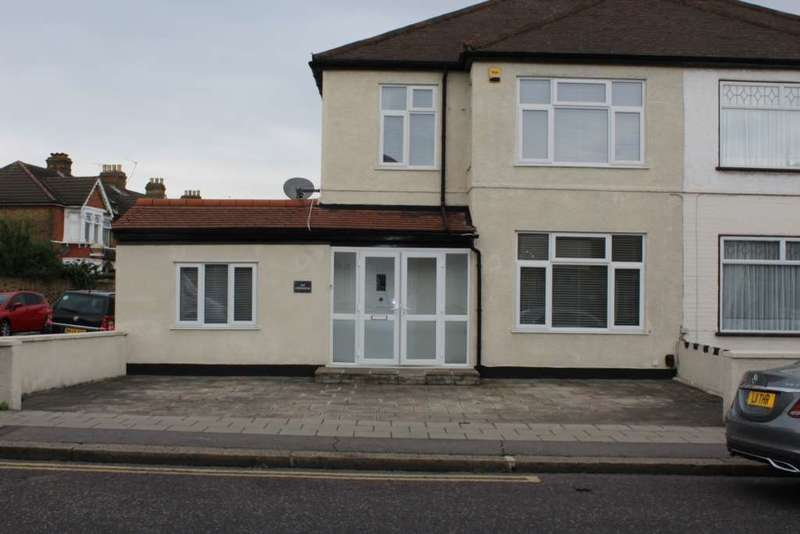 4 Bedrooms Semi Detached House for sale in Green Lane, Ilford