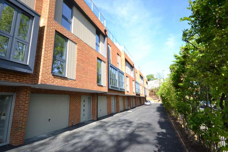 3 Bedrooms Town House for sale in Farnham