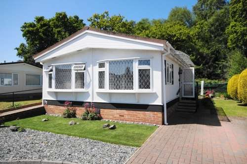 2 Bedrooms Detached House for sale in Gladelands Park, Ringwood Road, Ferndown, Dorset
