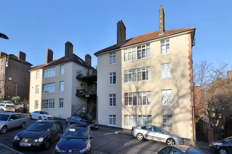 2 Bedrooms Flat for sale in Harrington Hill