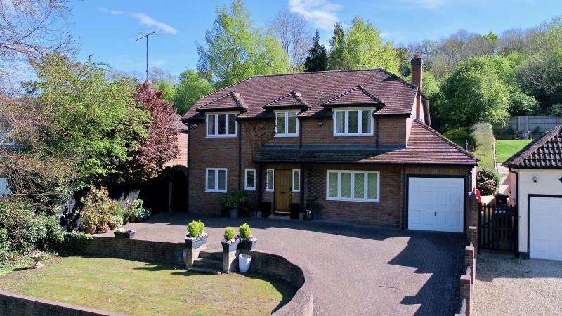 4 Bedrooms Detached House for sale in Nags Head Lane, Great Missenden HP16