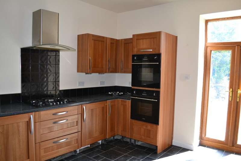 3 Bedrooms Terraced House for sale in 30 Gisburn Road, Barrowford BB9