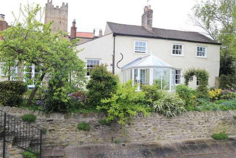 3 Bedrooms Town House for sale in Millgate, Richmond, North Yorkshire