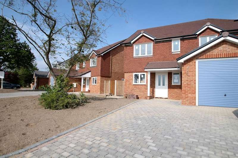 4 Bedrooms Detached House for sale in Kenward Road, Yalding