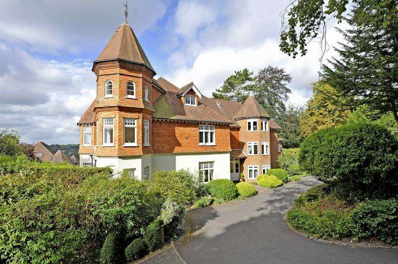 3 Bedrooms Apartment Flat for sale in Warwicks Bench, Guildford