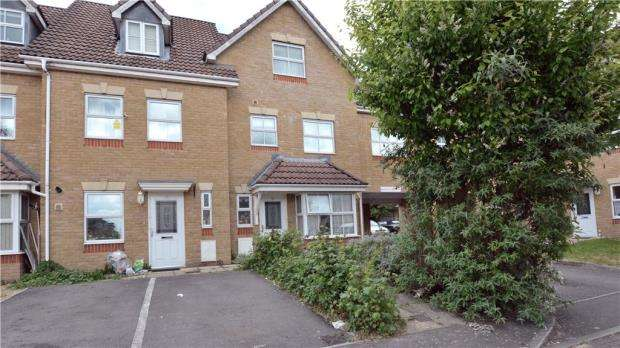 4 Bedrooms Semi Detached House for sale in Arklay Close, Hillingdon