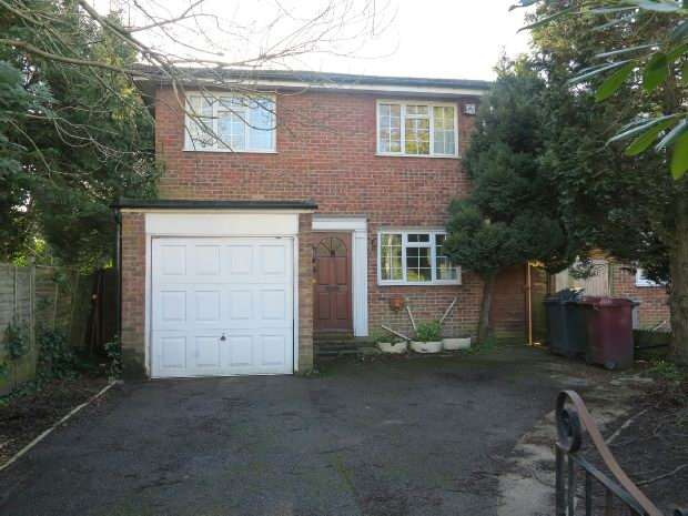 4 Bedrooms Detached House for rent in Cressingham Road, Reading, RG2 7RS