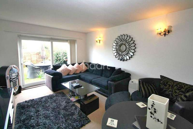 2 Bedrooms Flat for sale in Kingswood Chase