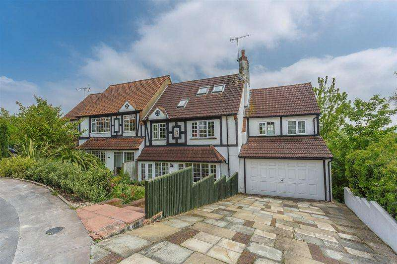5 Bedrooms Semi Detached House for sale in The Close, Purley