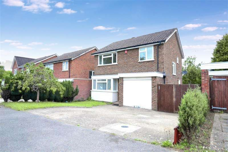 3 Bedrooms Detached House for sale in Montfort Rise, Salfords, Surrey, RH1 5DU