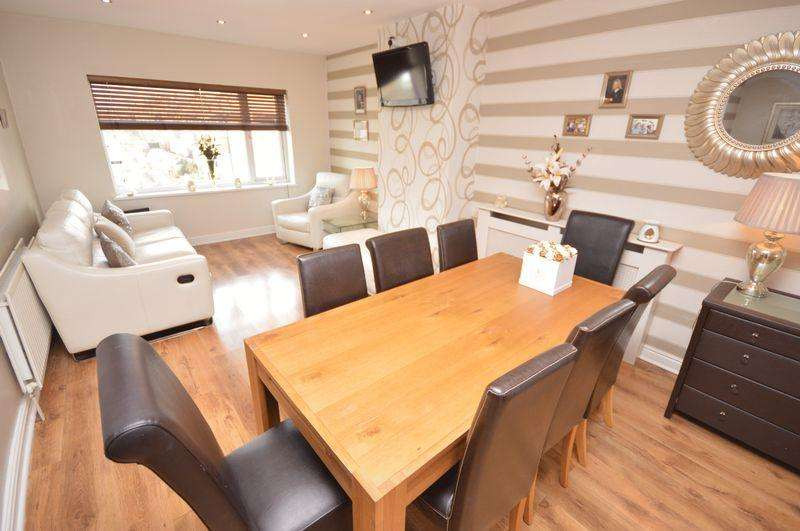2 Bedrooms Flat for sale in North Road, Manchester