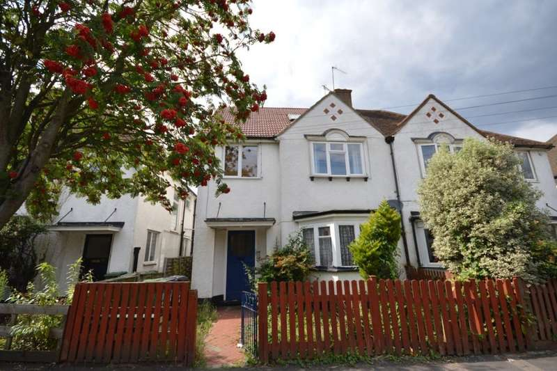 3 Bedrooms Flat for sale in Albert Road North, Watford, WD17