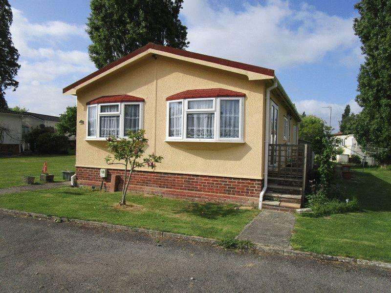 2 Bedrooms Park Home Mobile Home for sale in Halcyon Park, Pooles Lane, Hullbridge