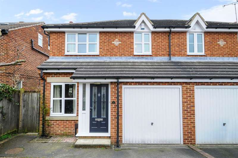 3 Bedrooms Semi Detached House for sale in Wharfedale Avenue, Harrogate