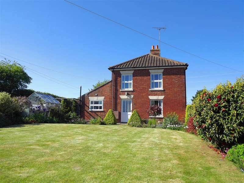 2 Bedrooms Cottage House for sale in Halvergate, NR13