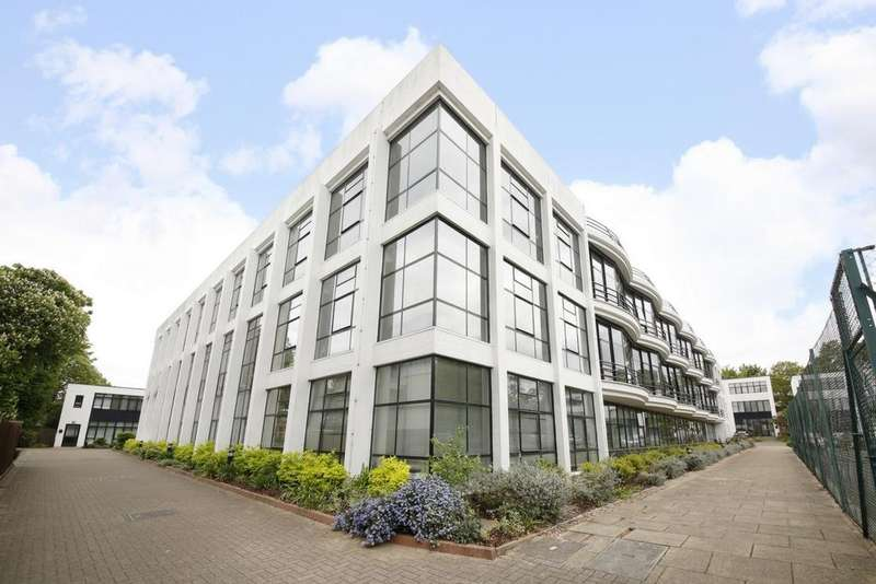 2 Bedrooms Flat for sale in Pioneer Centre, St Mary's Road, Peckham, SE15